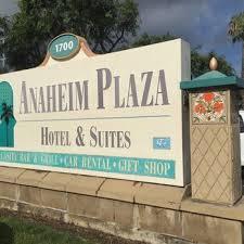 Anaheim-Plaza-Hotel-suits