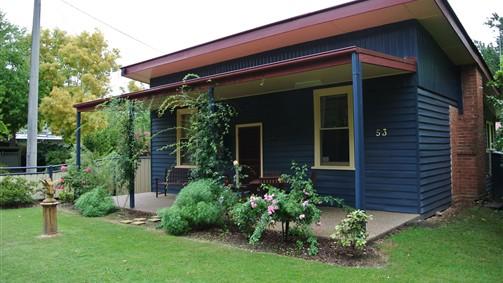 Blue-Wren-Cottage-Bright
