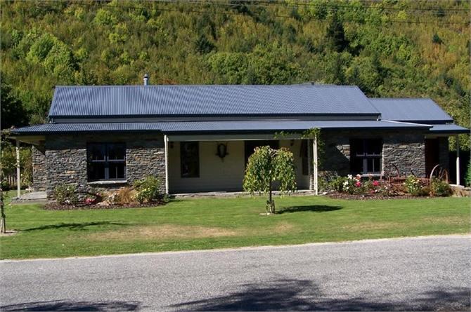 Schist-Cottage-Stone-Lodge