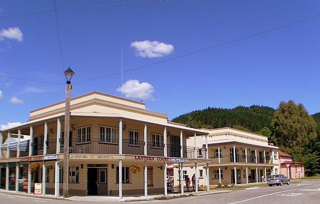 Lantern-Court-Motel