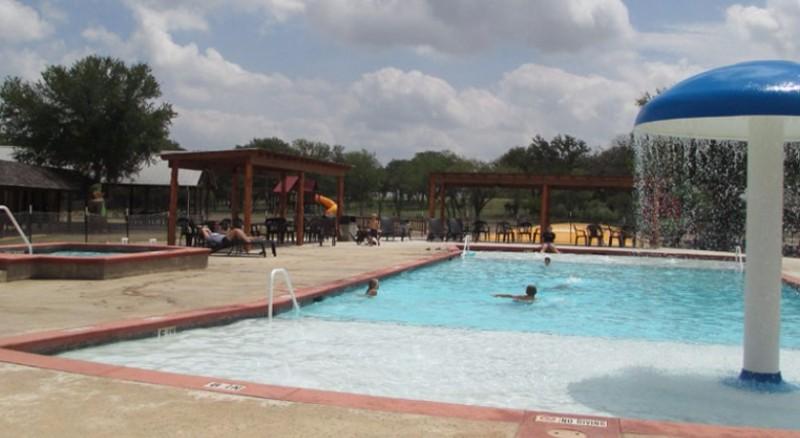 Texas-Wine-Country-Camp-Resort