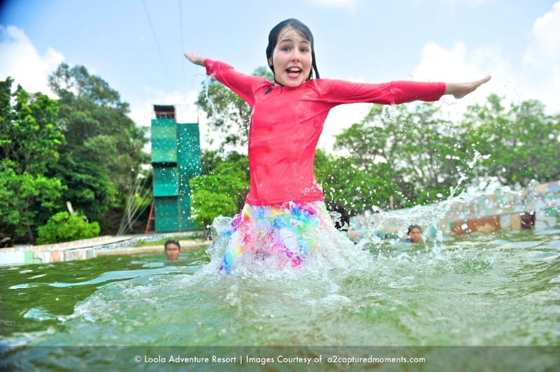 Family-kid-in-pool